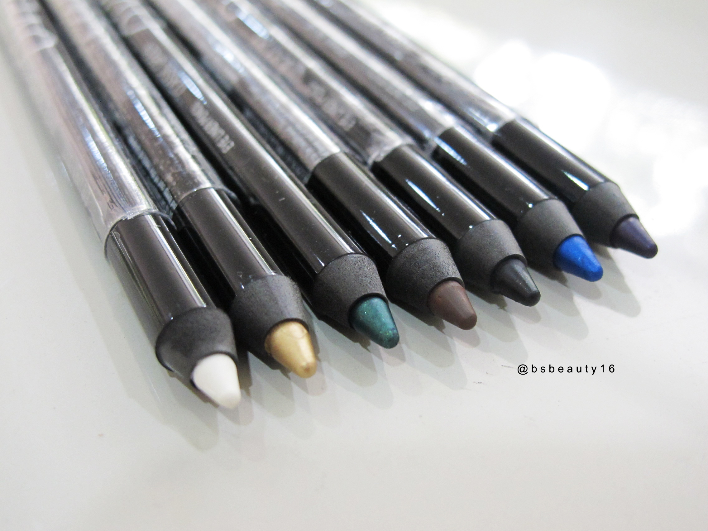 MAKE OVER COSMETIC Gel Eyeliner REVIEW